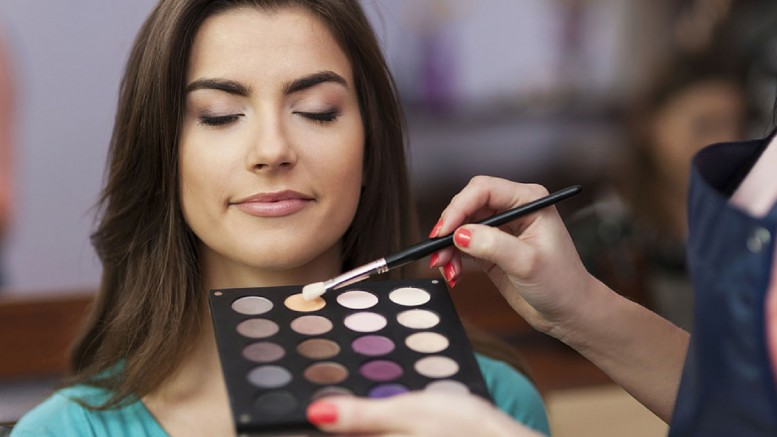 How-Long-Does-it-Take-to-Become-a-Makeup-Artist-1