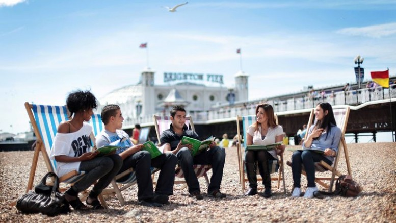 tn_students-on-brighton-pier