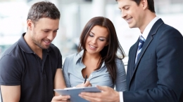 20160315140210-seller-buyer-showroom-customer-sales-referrals
