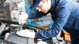 portrait-auto-mechanic-work-on-car