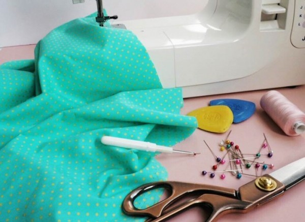 Learn-to-use-a-sewing-machine-1-e1476961409817