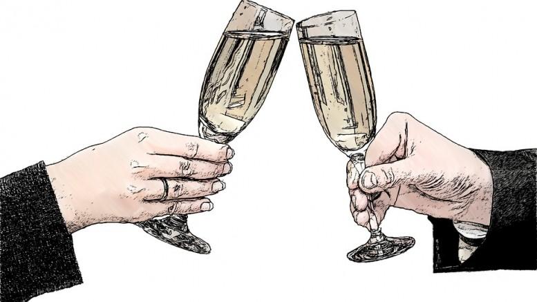 champagne-glasses-821435_960_720