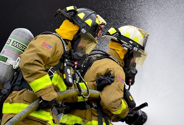 firefighters-1168249_640