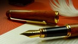 close-up-composition-desk-372749